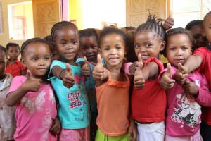 Bildung für San-Kinder und Jugendliche
